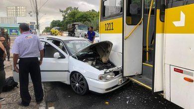 Photo of Soldado do Exército fica ferido em acidente entre carro e ônibus na Fernandes Lima
