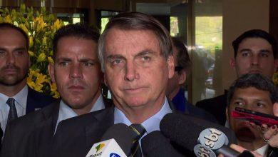 Photo of Bolsonaro diz que deportação de brasileiros ilegais é 'direito' dos Estados Unidos