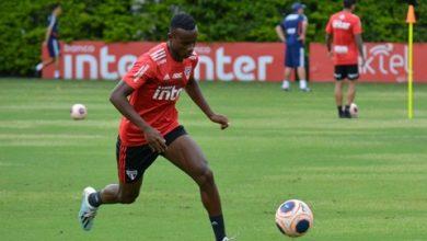 Photo of Helinho retorna aos treinos no São Paulo, e Diniz fecha treino tático