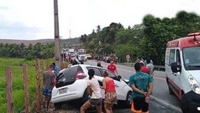 Photo of Vídeos: Colisão entre veículos deixa condutores feridos na BR-316, em Atalaia