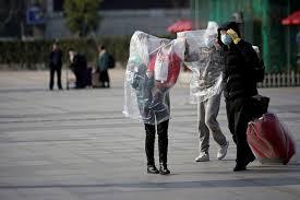 Photo of Chineses improvisam proteção contra epidemia de coronavírus em meio a escassez de equipamentos
