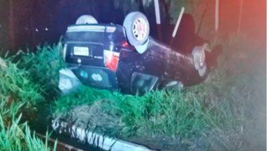 Photo of Condutor abandona veículo após capotar na AL 101 Sul na Barra de São Miguel dos Campos