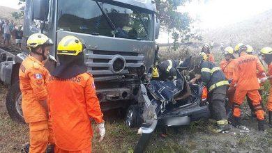 Photo of Acidente entre caminhão e carro deixa dois mortos e um ferido em Tanque D'Arca