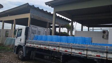 Photo of Casal doa 300 garrafões de água para vítimas da enchente de Santana do Ipanema