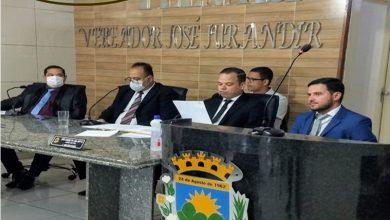 Photo of Em sessão Extraordinária Sergio Marques toma posse como prefeito de Maribondo.