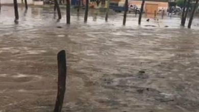 Photo of Vídeo: Ruas de Dois Riachos ficam inundadas após chuva na tarde desta quinta