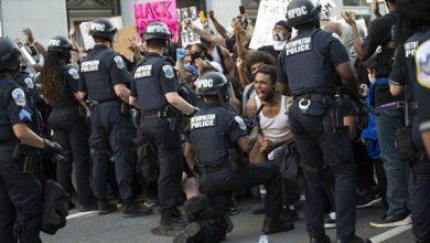 Photo of Em meio a protestos contra racismo nos EUA, policiais também se ajoelham em solidariedade; veja imagens