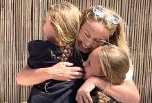 Photo of Enfermeira da linha de frente da covid reencontra filhas após 2 meses; veja vídeo