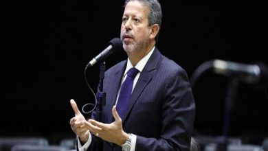 Photo of Expoente do centrão, Arthur Lira vira líder informal do governo na Câmara