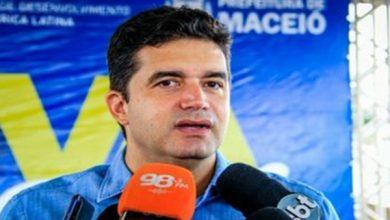 """Photo of """"Algumas pessoas dão as costas para a ciência e para a democracia"""", diz Rui Palmeira"""