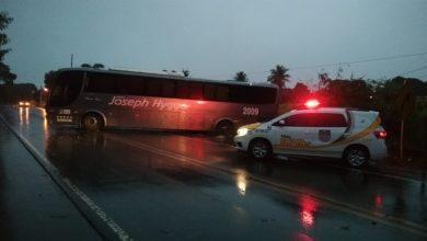 Photo of BPRv 'socorre' ônibus que saiu da pista em Arapiraca