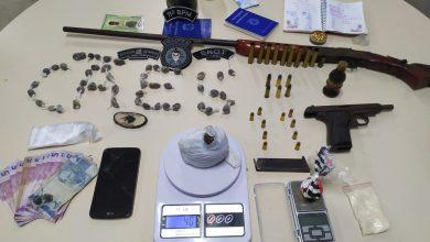 Photo of Pessoas são presas por tráfico de drogas e posse ilegal de arma em Penedo
