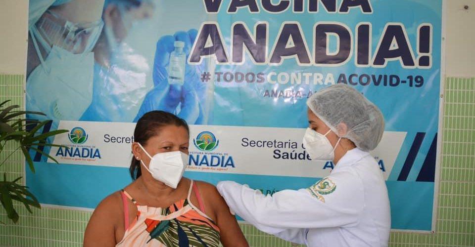 AnadiaaplicamaisdemildosesdevacinascontraaCovid19