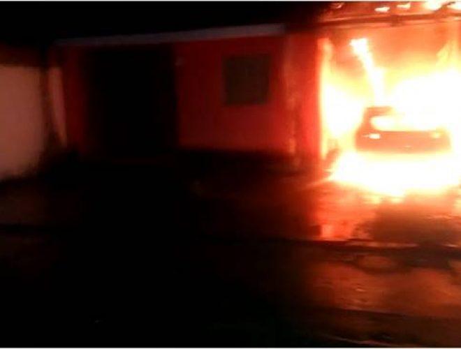 Carro-pegando-fogo-em-Santana-do-Mundaú