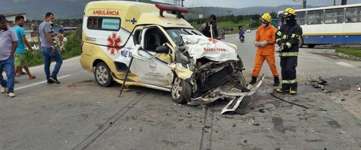 Colisao-envolvendo-ambulancia-deixa-duas-pessoas-feridas-em-Alagoas-1-p819oaz8ci846oynlo612hdxb3zranuhk6o5gue8v4