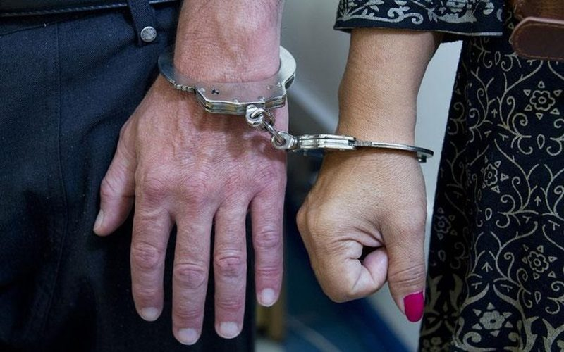 Homem-e-mulher-presos.thumbnail.2e16d0ba.fill-1120x700