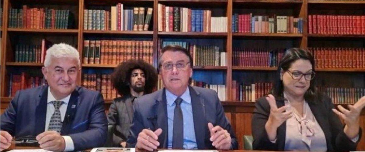 bolsonaro-durante-live-em-que-diz-cagar-para-a-cpi-1625819562978_v2_1305x735