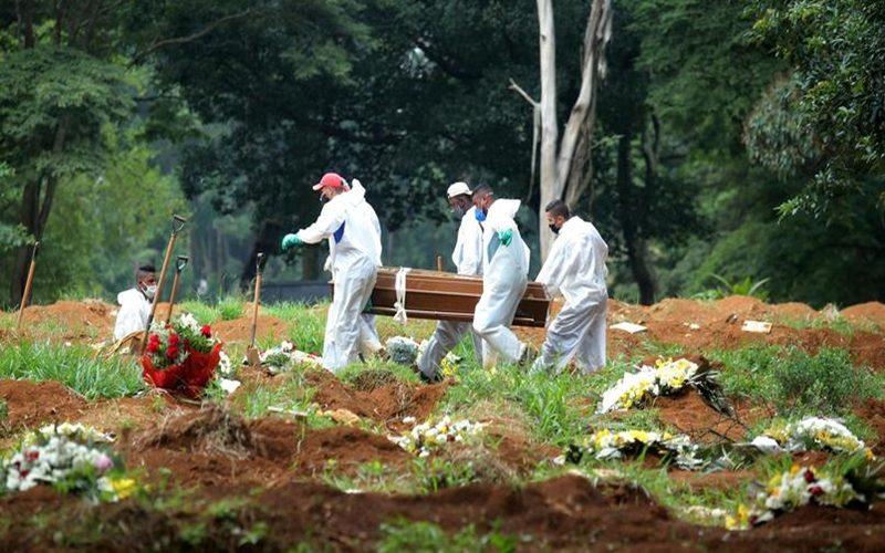 funcionarios-do-cemiterio-da-vila-formosa-em-sao-paulo
