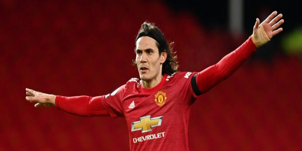 MANCHESTER, ENGLAND - FEBRUARY 06: Edinson Cavani of Manchester United reacts during the Premier League match between Manchester United and Everton at Old Trafford on February 06, 2021 in Manchester, England. Sporting stadiums around the UK remain under strict restrictions due to the Coronavirus Pandemic as Government social distancing laws prohibit fans inside venues resulting in games being played behind closed doors. (Photo by Michael Regan/Getty Images)